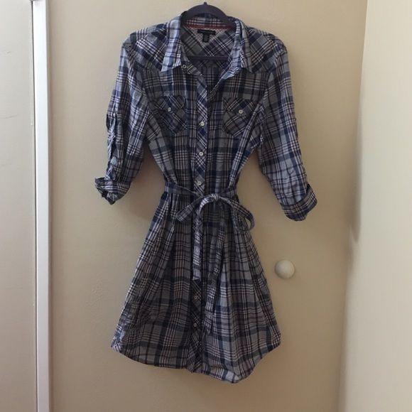 Super cute!!! Tommy Hilfiger button down dress. Adjustable/removable wrap around belt. Quarter sleeve. Tommy Hilfiger Dresses