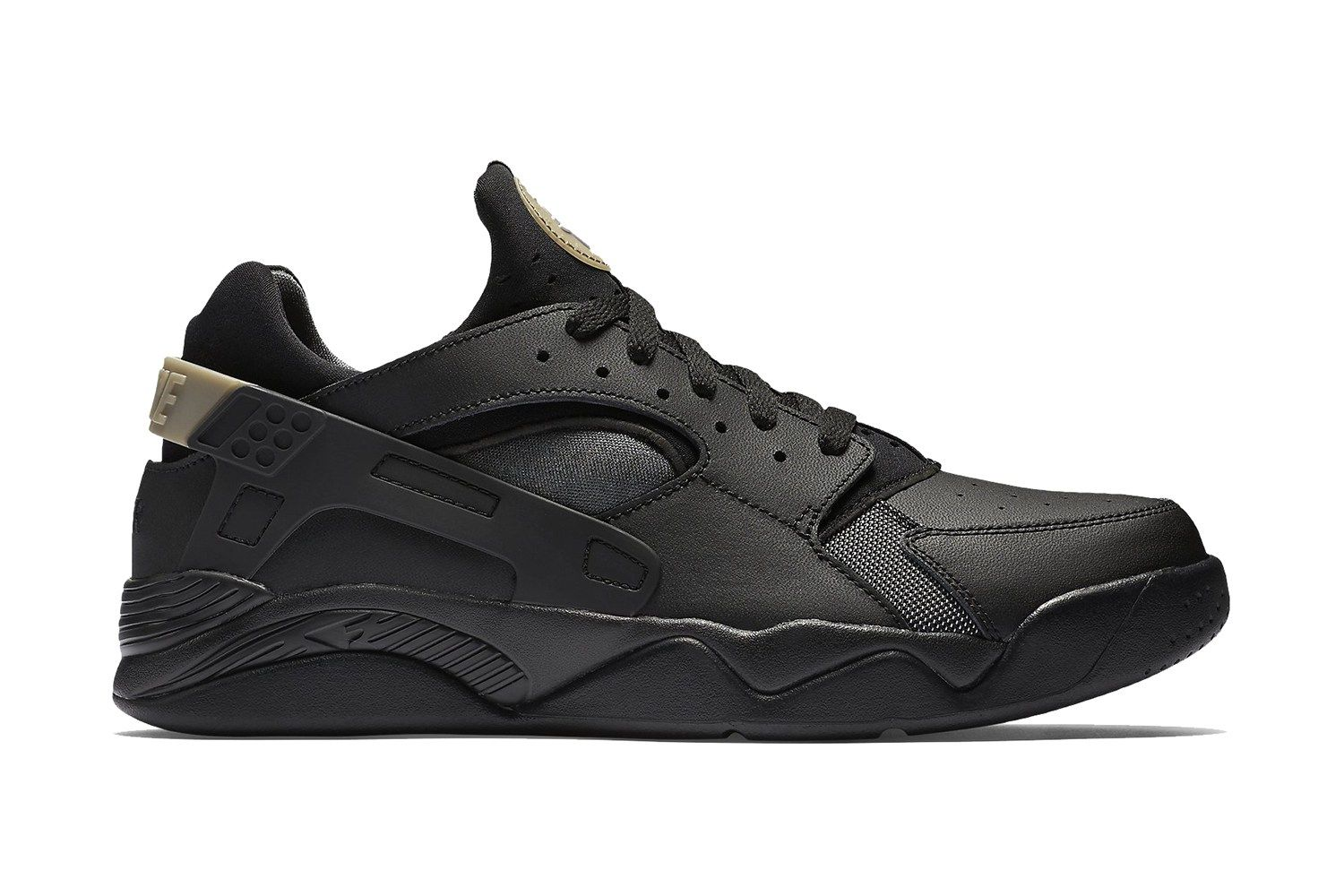 nouvelles chaussures de tennis Nike - Nike's Low-Top Air Flight Huarache Returns in a New Black Colorway ...