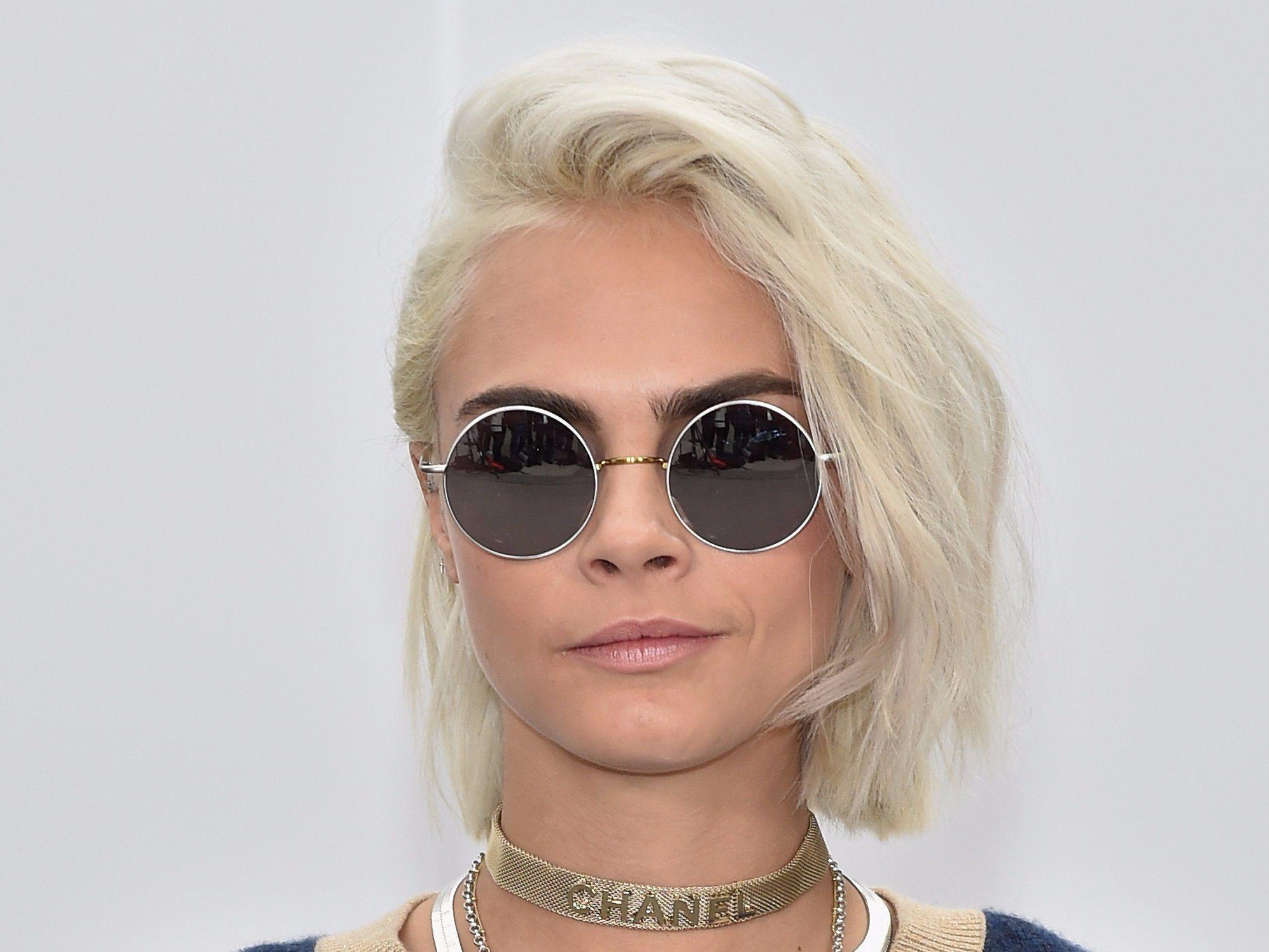Cara Delevingne platinum blonde Frisuren 2017