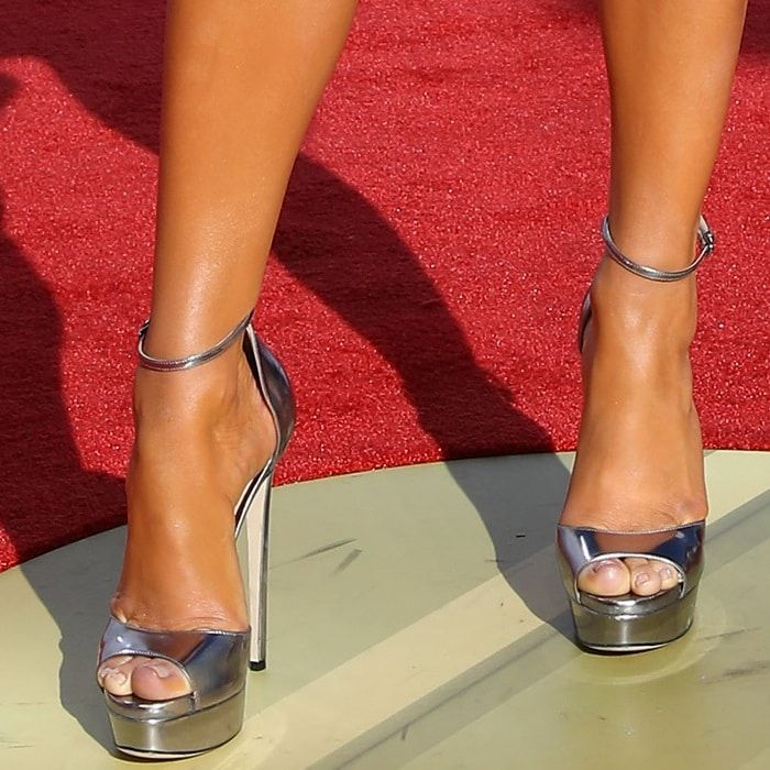 67b65c4ee43 Don t miss Jennifer Lopez showing off her feet in metallic  Max  heels on  Your Next Shoes!