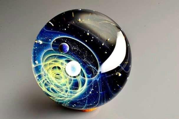Universos de Cristal por Satoshi Tomizo