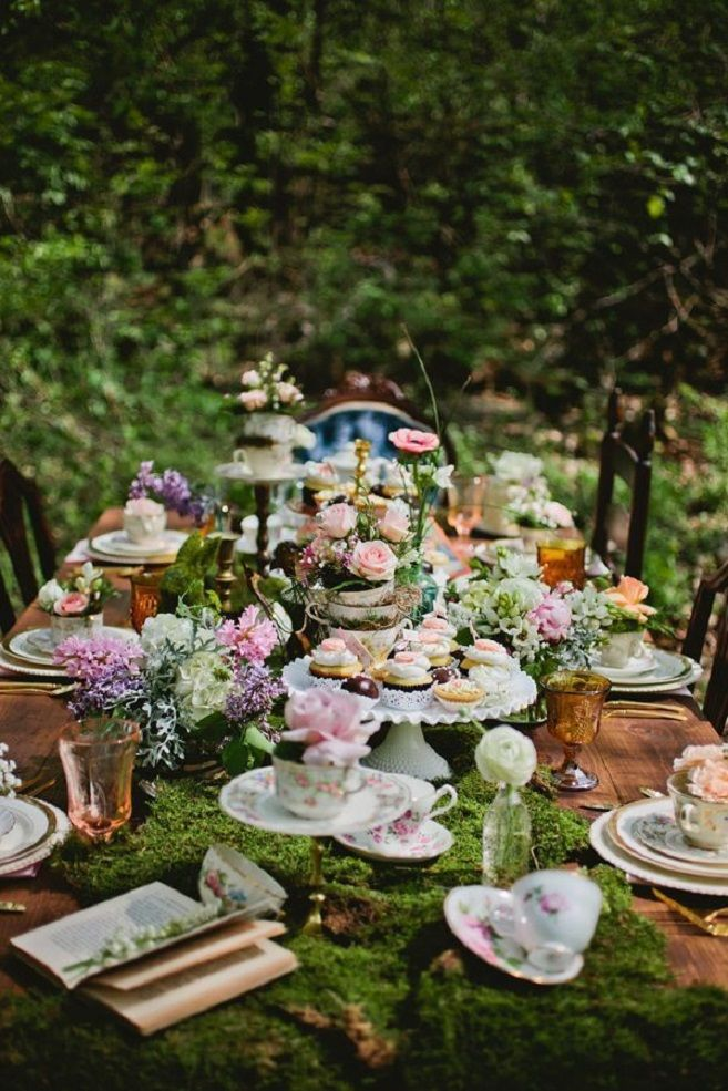 Whimsical wonderland wedding tablescape #weddingtable #whimsicalwedding #tablescape