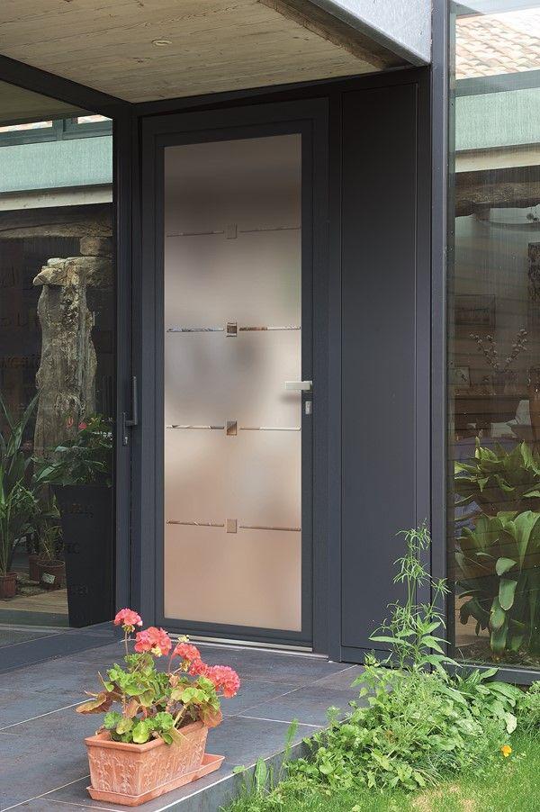 La porte d\u0027entrée aluminium avec un revêtement extérieur bleu satiné
