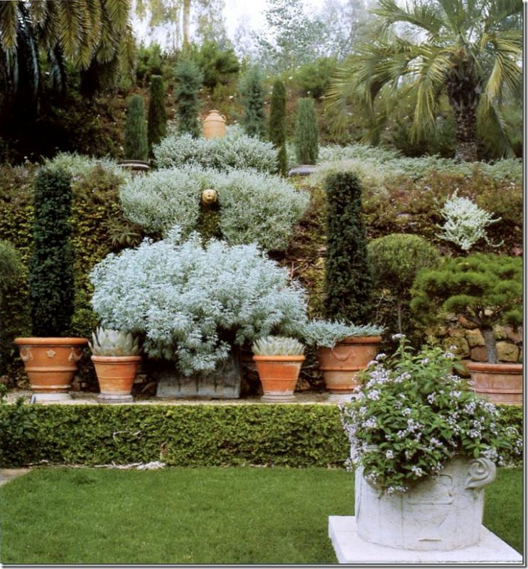 ~Villa di Lemma – restored by the great John Saladino as his personal estate in Montecito, CA. Designed by Wallace Frost in the 1920s. Image via Cote De Texas