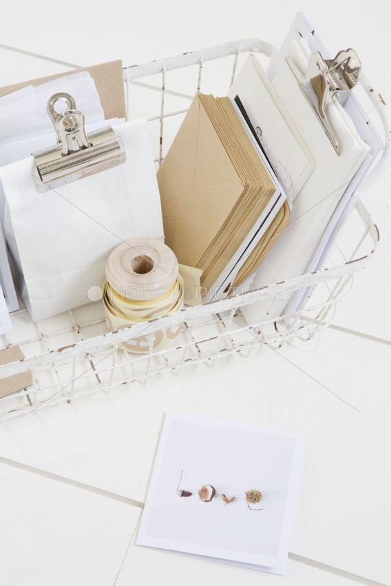 Schreibtisch Len Design perfekt für die vielen kleinigkeiten die auf dem schreibtisch