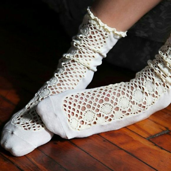 NWT Free People Daisy Lane socks cream ivory NWT by Free People. Dainty ankle socks with daisy patterened woven detailing up the middle front. Stretchy around top with ruffle trimming. Color: ivory, cream, off-white, egg shell. Thanks for looking! Free People Accessories Hosiery & Socks