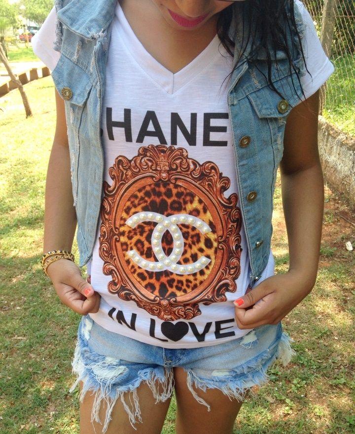 Look: T-Shirt + Colete + Short Jeans