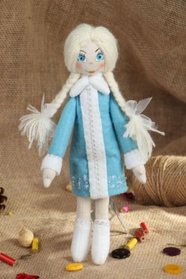 muñeca de peluche navideña  tela natural,hollowfiber hecho a mano