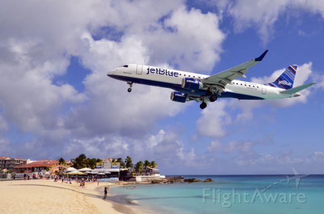 Photo Of Jetblue E190 N348jb Flightaware Maho Beach