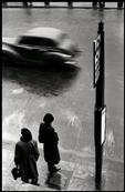 Elliott Erwitt  - ENGLAND. London. 1952. #elliotterwitt