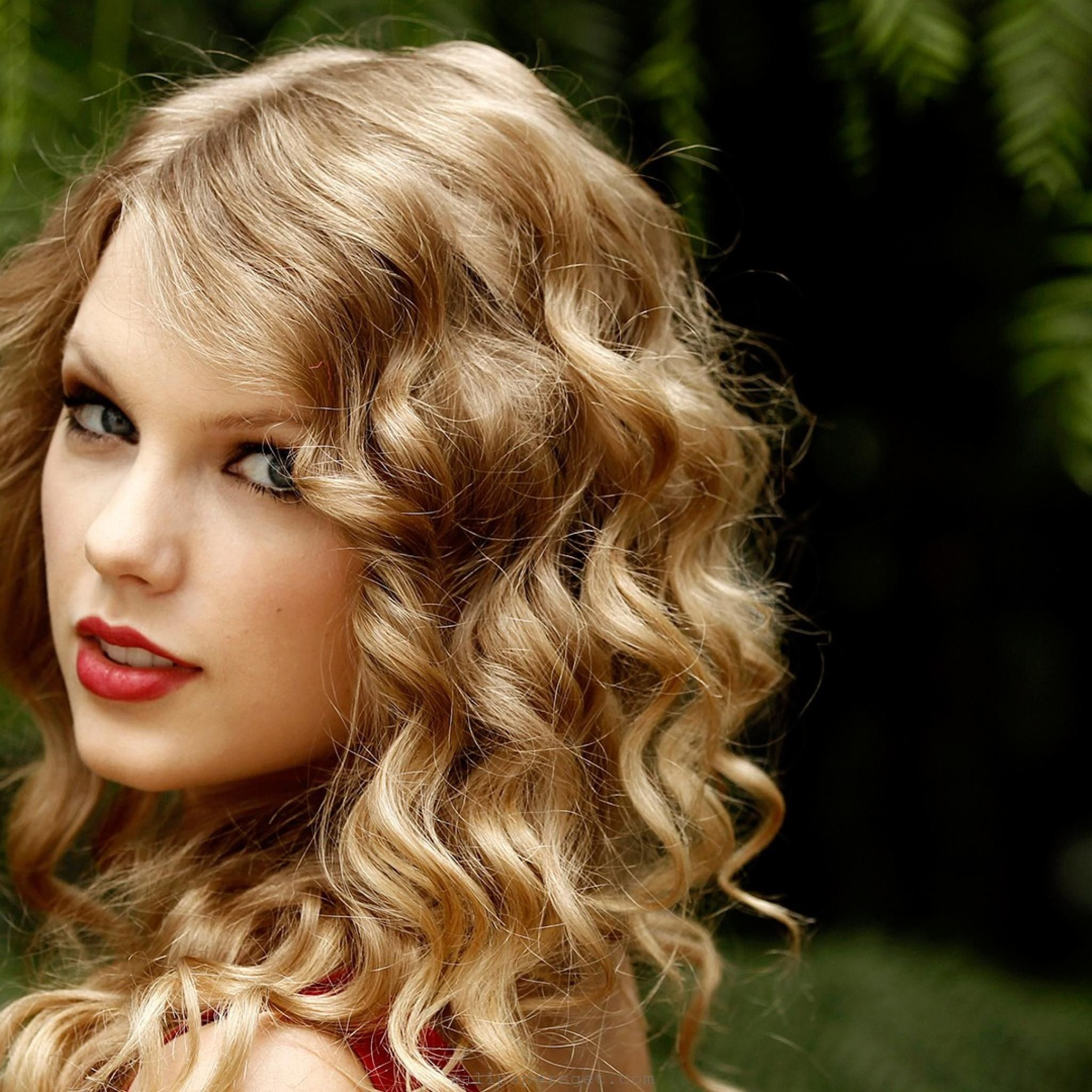 Taylor Swift Is A Remodel To Teenage Girls With Relationship