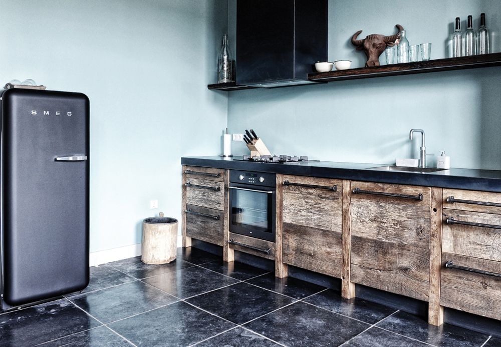 Keuken Industriele Smeg : Breng karakter in huis met stoere houten keukens en meubels
