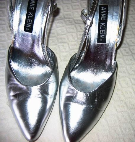 ANNE KLEIN SILVER METALLIC SLING BACK SHOES!