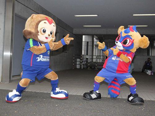 徳島:東京ドロンパが徳島へやってくる! 6月19日の試合では、ヴォルタくんが東京に駆けつけましたが、今度は、東京ドロンパが10月2日の徳島ヴォルティスのホームゲームにやってきます!  この2人が試合を盛り上げること間違いなしです!!  □参考:前回の様子はこちら!  10月2日(日)J2 第30節 徳島 vs F東京(16:00KICK OFF/鳴門大塚)チケット販売はこちらリアルタイムスコアボード スカパー!生中継 Ch182 後03:50~  2011年9月26日(月):提供:徳島ヴォルティス
