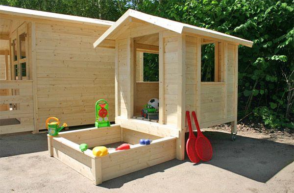 Charming Woodware Shop Sorgt Für Mehr Abwechlung Bei Den Kleinen. Spielhaus Willi    Mit Sandkasten Und Auf Rollen!