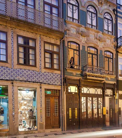 AIA Coffee \ Restaurant in Porto, featuring a pristine white - restaurant statement