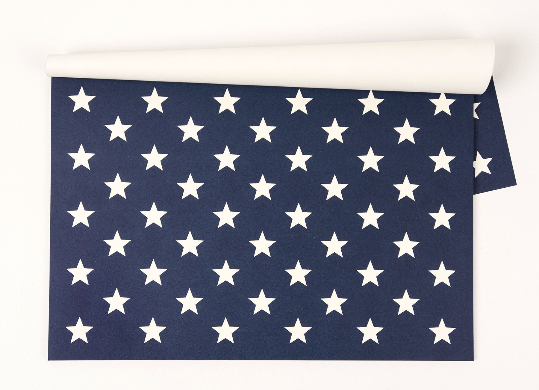 This patriotic design is perfect for a sophisticated table or ...