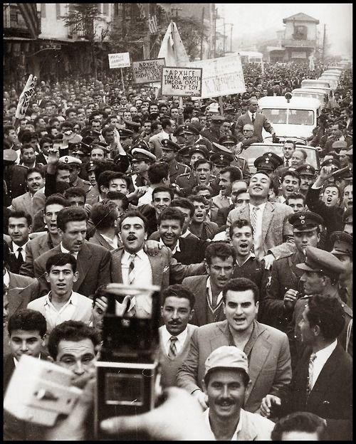 """Κώστας Μεγαλοκονόμος - φωτογραφία από το λεύκωμα """"Η άλλη Ελλάδα 1950-1965"""" (επιλογή φωτογραφιών Άρης Μαραγκόπουλος)"""