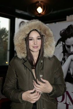 ccce8590ceff Monica Belluci with WOOLRICH