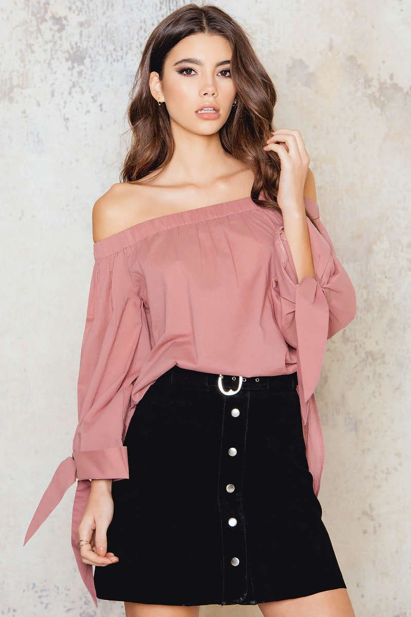 78c6b409046 This one is just stunning! The Off Shoulder Knot Blouse by NA-KD comes in  dusty pink with slits on each side, tie arms and an elastic band to prevent  the ...
