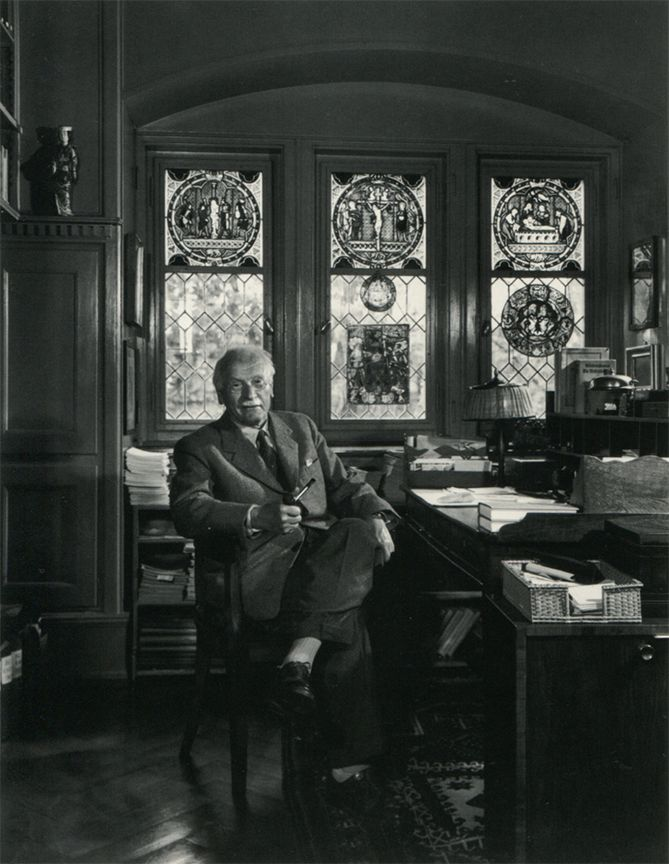 Carl Jung Working At His Desk Photos Celebres Photographie Photos