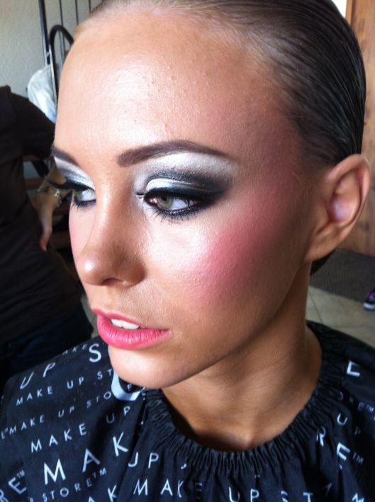 BEST STAGE MAKE UP FOR BIKINI COMPETITIONS. HANDS DOWN BEST. | Bikini Competition | Pinterest ...