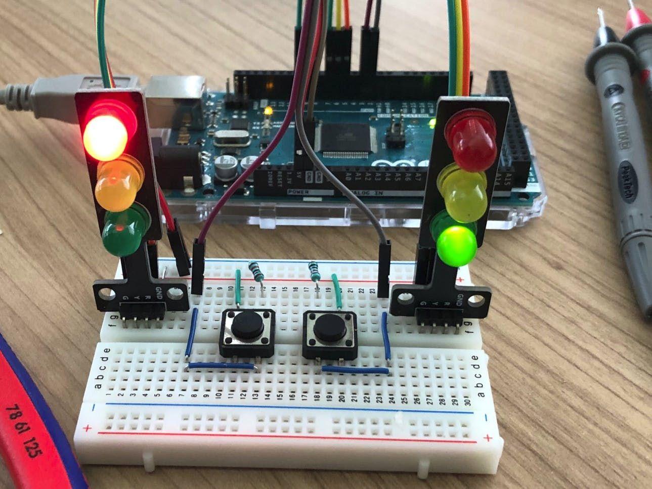 Traffic Lights using Finite State Machine in C for Arduino