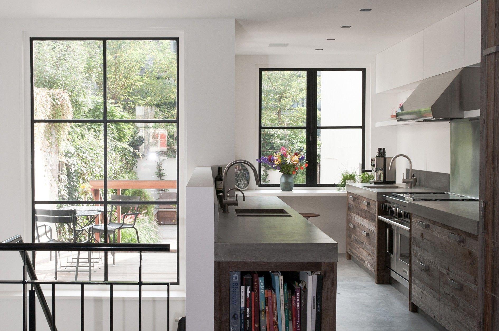 Interieur / keuken van Piet Jan van den Kommer.