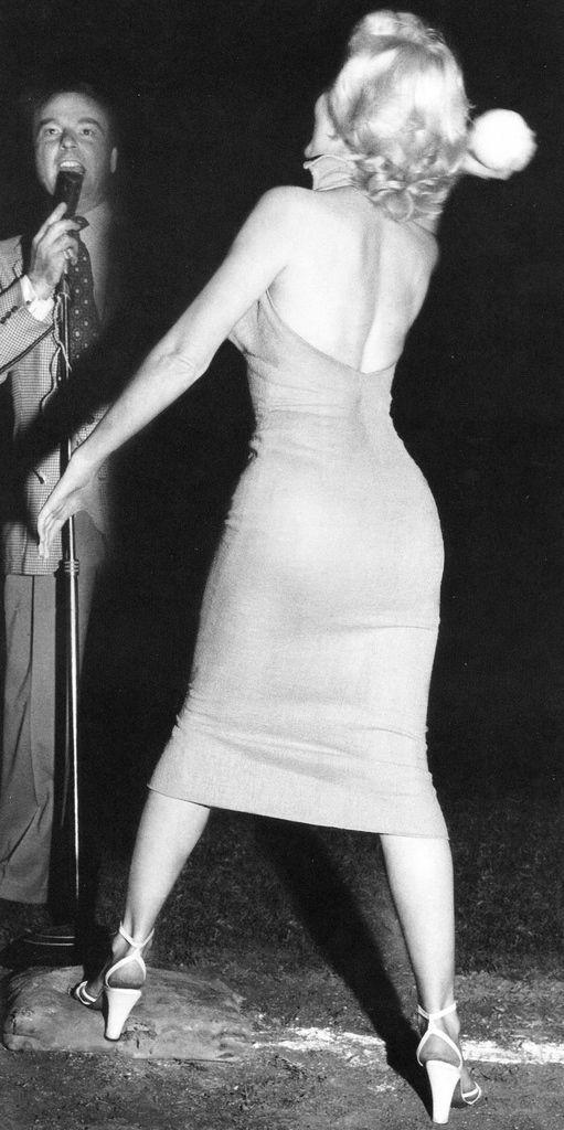 Marilyn Monroe Throwing A Baseball Marilyn Monroe Gif Marilyn Marilyn Monroe
