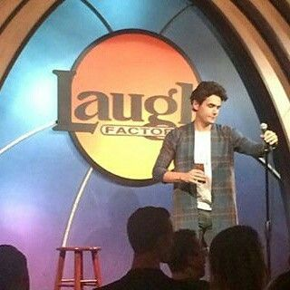 No Laugh Factory clube de comedia stand up em 03.09