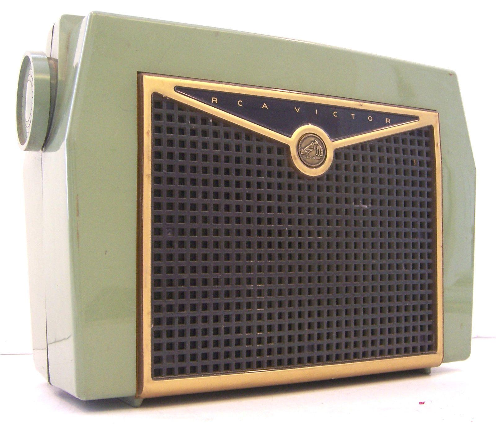 RCA VICTOR PORTABLE AC/DC 4 VACUUM TUBE RADIO MODEL 6-BX-8