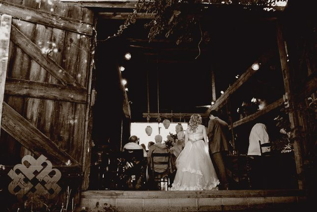 rustic barn wedding at Hurd Orchards ny between Buffalo ...