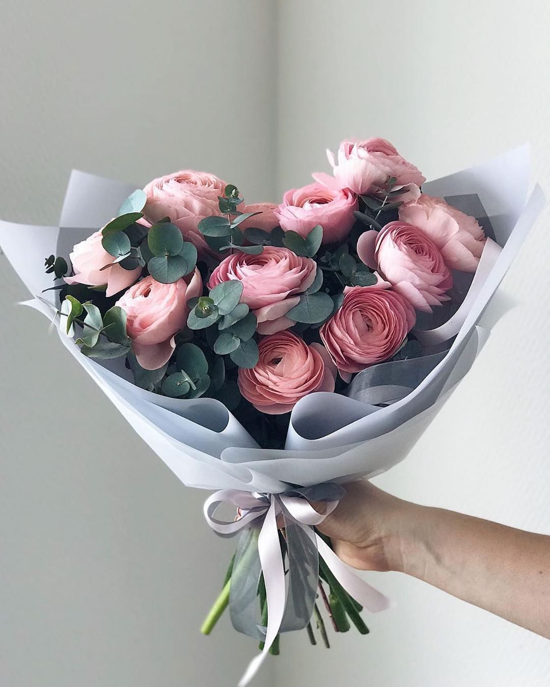 The Wedding Bliss On Instagram Some Gorgeous Flowers For Friday By Flowerna Ru Thew In 2020 Luxury Flowers Beautiful Flower Arrangements Flowers Bouquet Gift