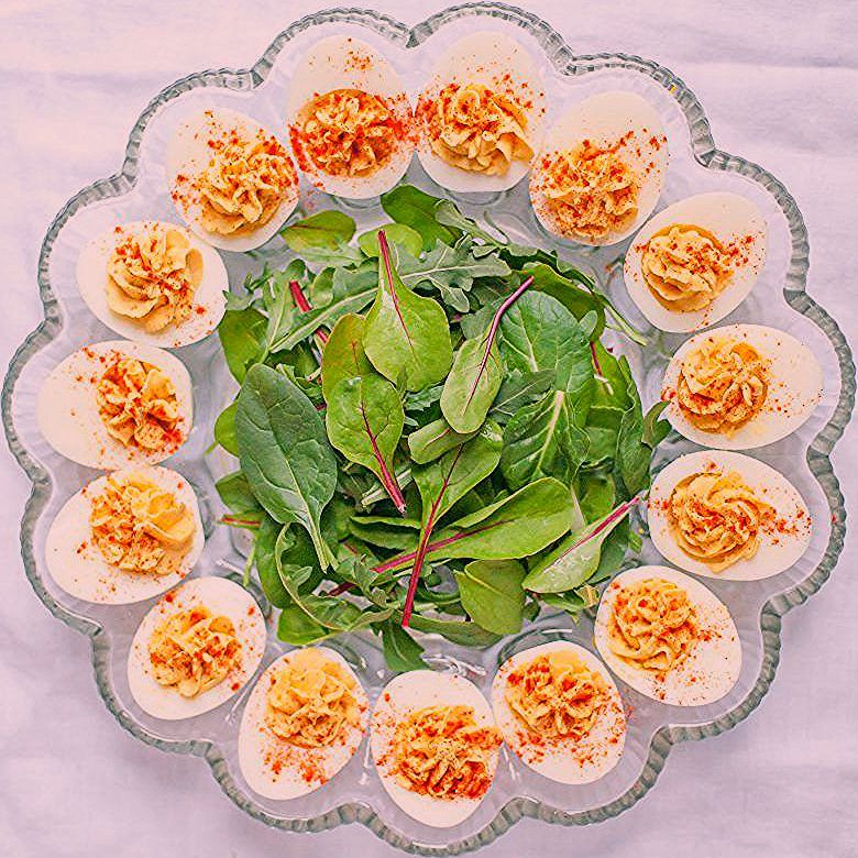 With yogurt instead of mayo and a dollop of hummus stirred in, these Hummus Deviled Eggs are healthier and more flavorful than their traditional counterparts. #hummus #deviledeggs #eggrecipes #hardboiledeggs #easter #deviledeggs