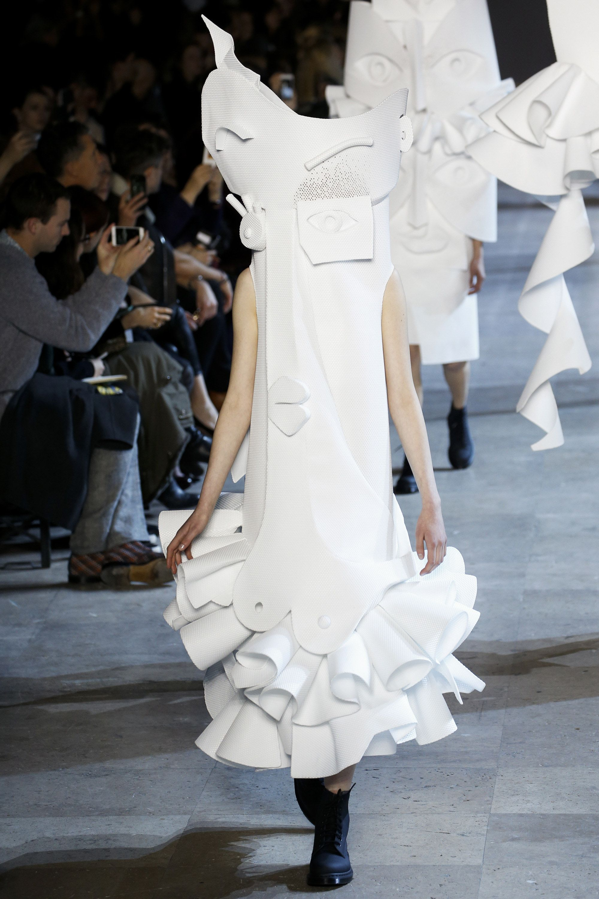 Saggy boobs  Viktor & Rolf Spring 2016 Couture Collection/ Look 20 - Vogue