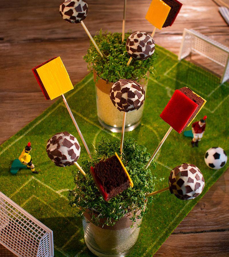 fu ball cakepops recipe kunterbunte kinder rezepte pinterest kuchen cake pop and food. Black Bedroom Furniture Sets. Home Design Ideas