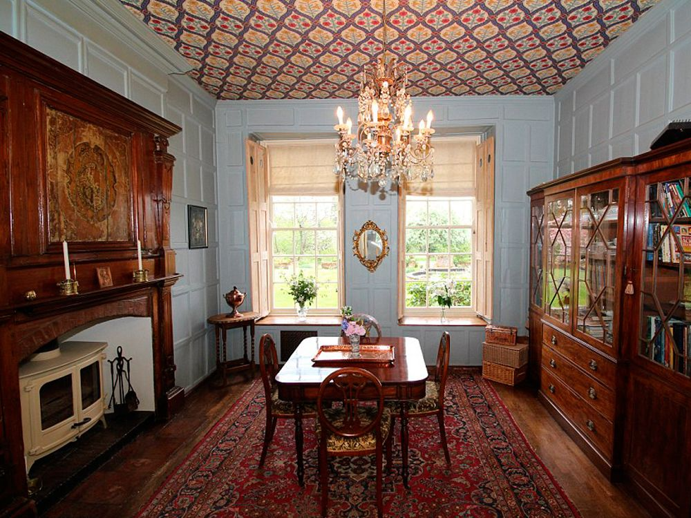 Lady Violet Crawley S Downton Abbey House Is Up For Sale Downton Abbey House Byfleet Grand Homes