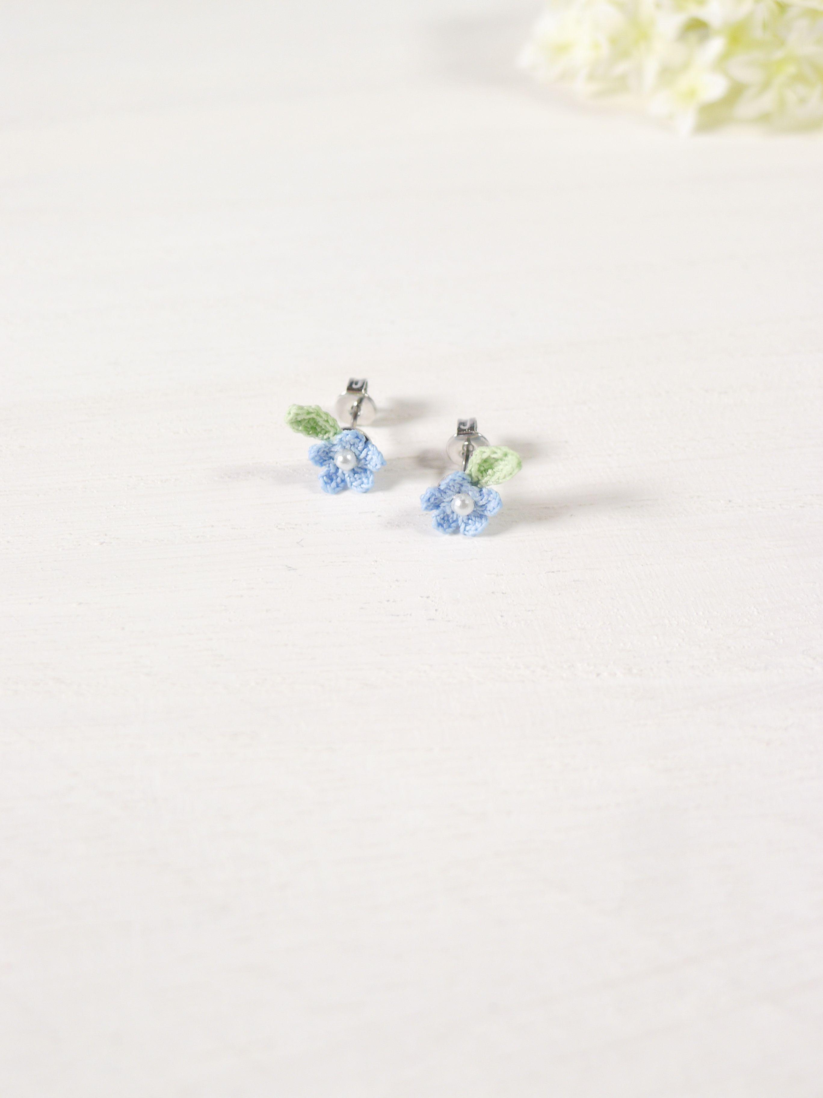 うめだスークで行われる「2017とりものしあわせものマルシェ」に出品予定の完成した作品のご紹介~! ichirinkaの5枚の花びらの小さなお花のピアスシリーズ~♪ ピンク、紫、黄 、青の各色~★