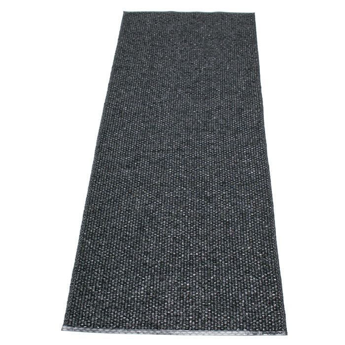 Svea Matto 70x320 cm, Metallic Black/Black - Lina Rickardsson - Pappelina - RoyalDesign.fi