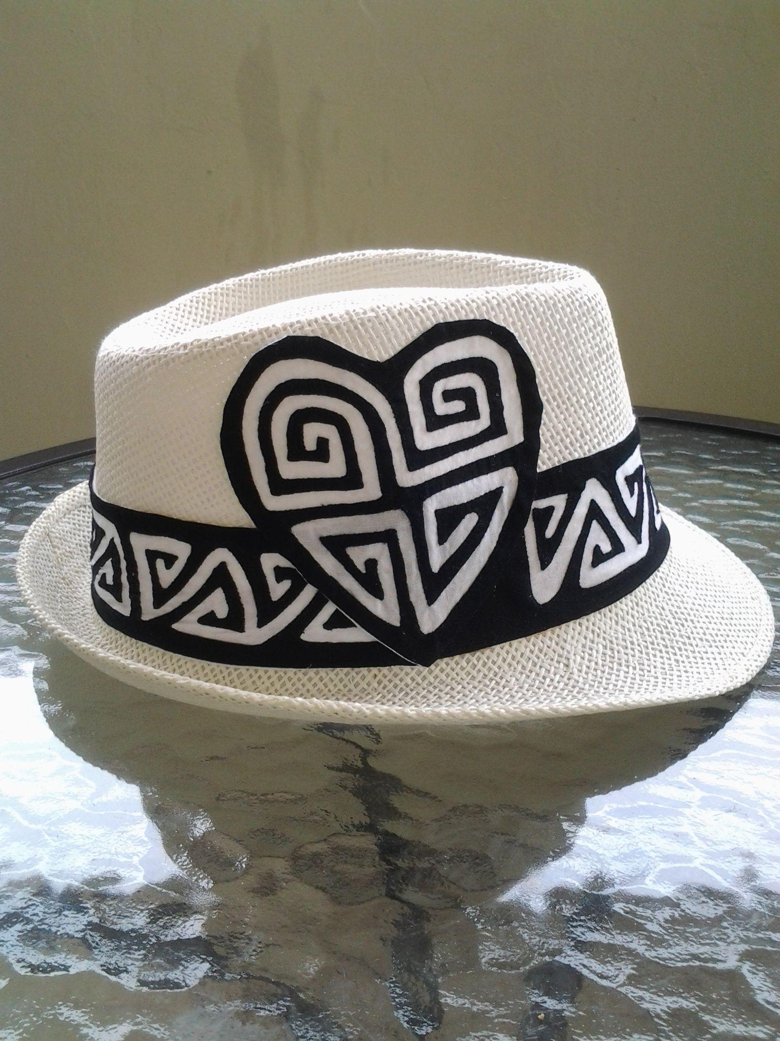 Sombrero con mola de diseño color negro y blanco.  35e6aaebc07