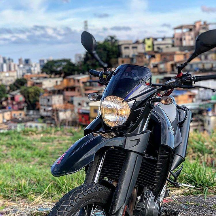 Papel de Parede Moto Honda Preta e Cinza