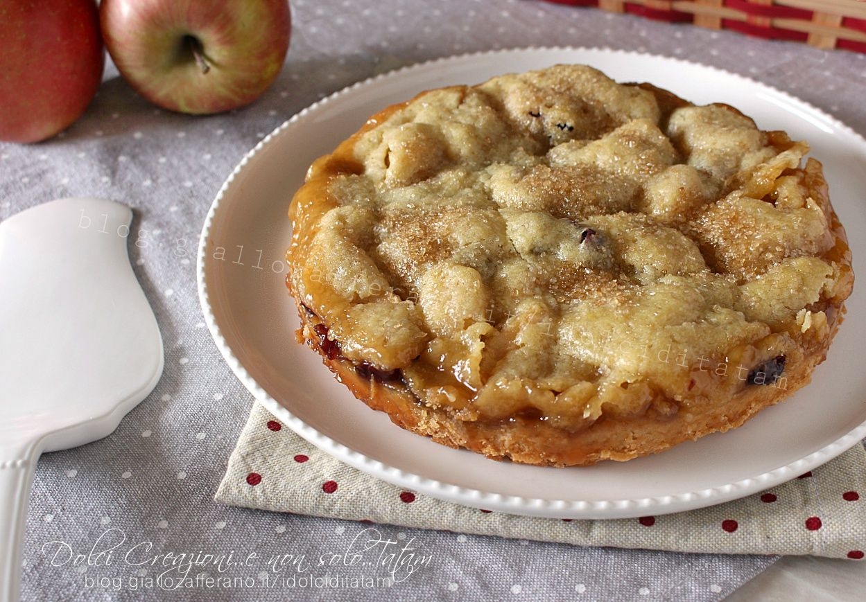 La Focaccia dolce alle mele, è un dolce rustico e goloso, facile da preparare, una combinazione di sapori davvero deliziosa di buoni dolci fatti in casa.