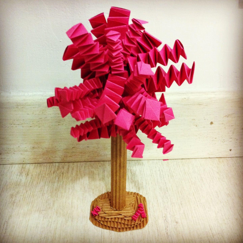 Árbol de cartón y papel. Bonito Diy para decorar. Origami