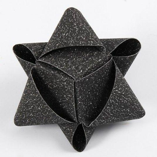 Kubeformet stjerne af glitrende stjernestrimler fra Vivi Gade |DIY vejledning
