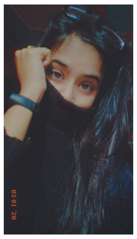girl photography poses hidden face