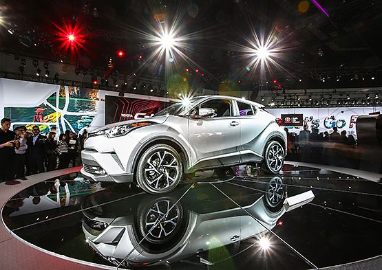 Toyota CHR Debuts At LA Auto Show Stuff To Buy Pinterest - La auto show car debuts
