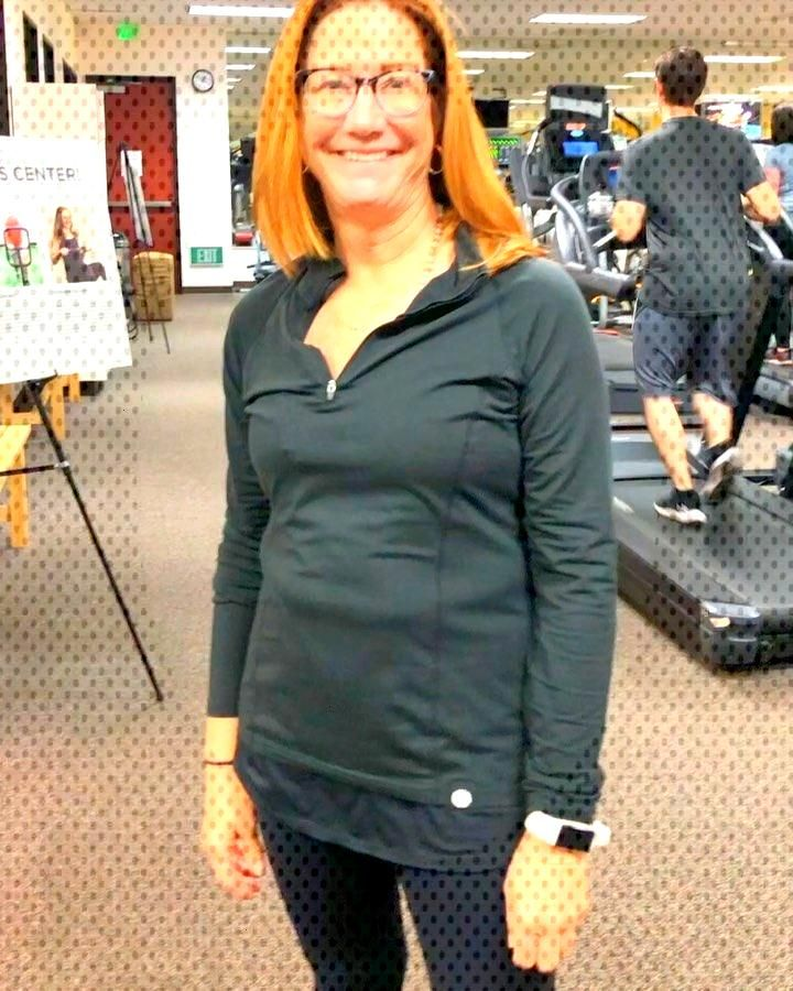 2020 is here and trainer Lori has a work out for you! 20 burpees and 20 squats. Complete as many ro