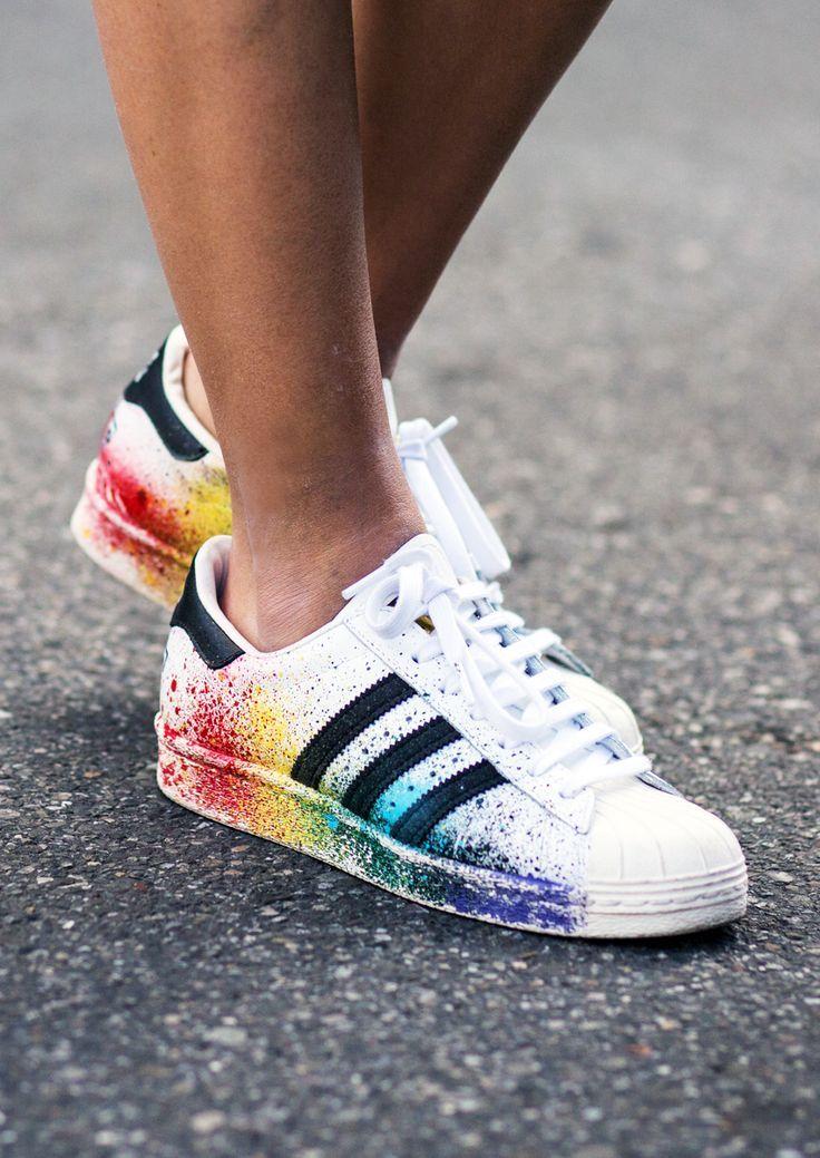 Sneaker-Fieber  Diese Turnschuhe müssen unbedingt in Ihr Schuhregal! Adidas  Rainbow Shoes 31f28a4f9