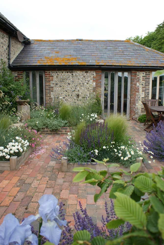 Nigel L Philips Garden Design Professional Landscape 400 x 300