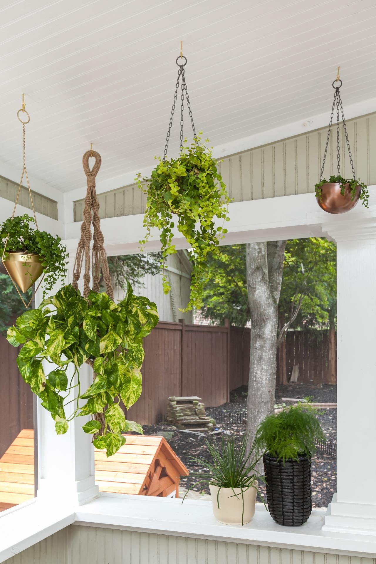 12 Low-Budget Porch Makeover Ideas Just in Time for Summer